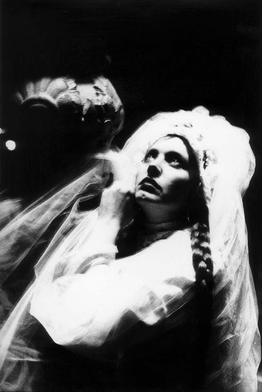 Lene Lovich photographed under lamp post